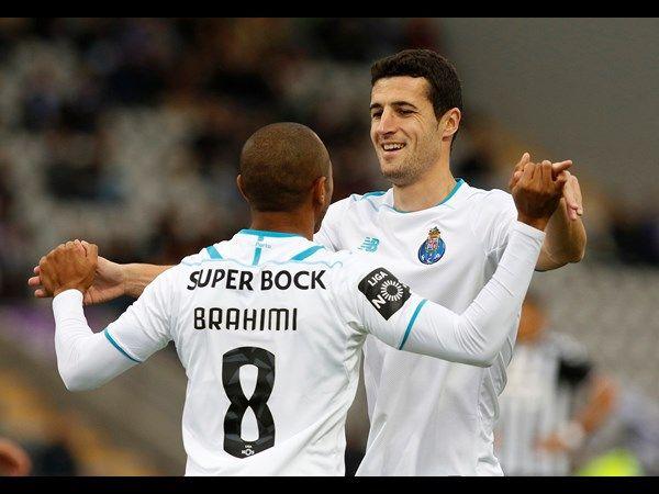 FC Porto - Nacional-FC Porto  1 Casillas 2 Maxi Pereira 3 Martins Indi (87') 5 Marcano  21 Layún (9') 6 Rúben Neves (82') 22 Danilo  16 Herrera (c) 17 Corona 9 Aboubakar 8 Brahimi   Suplentes 1 Helton 4 Maicon  (48' Layún) 7 Varela 11 Tello 15 Evandro  (83' Brahimi) 23 Bueno 25 Imbula (48') (27' Danilo)  Treinador Julen Lopetegu