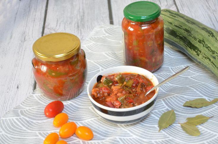 Przepis na leczo z papryki i cukinii do słoika na zimę. Pyszne leczo na obiad…