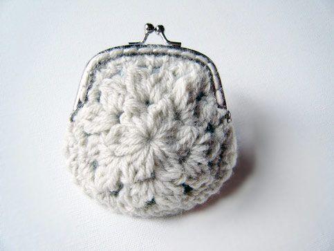 Download White Flower Coin Purse Crochet Pattern (FREE)