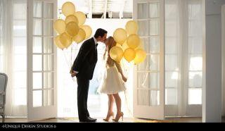 結婚式写真ポーズ_ユニーク_おちゃめ_かわいい_バルーン