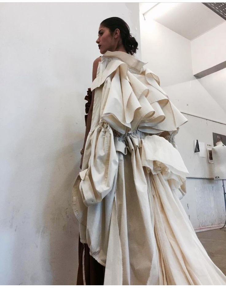 deconstruction in fashion Deconstruction deconstructive criticism posits an undecidability of meaning for all texts the text has intertwined and contradictory discourses, gaps, and incoherencies, since language itself is unstable and arbitrary.