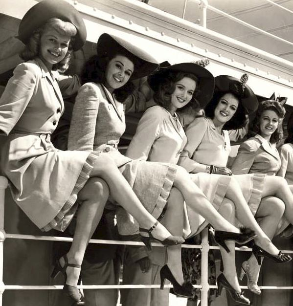 1940's women showing off their gams. ♥