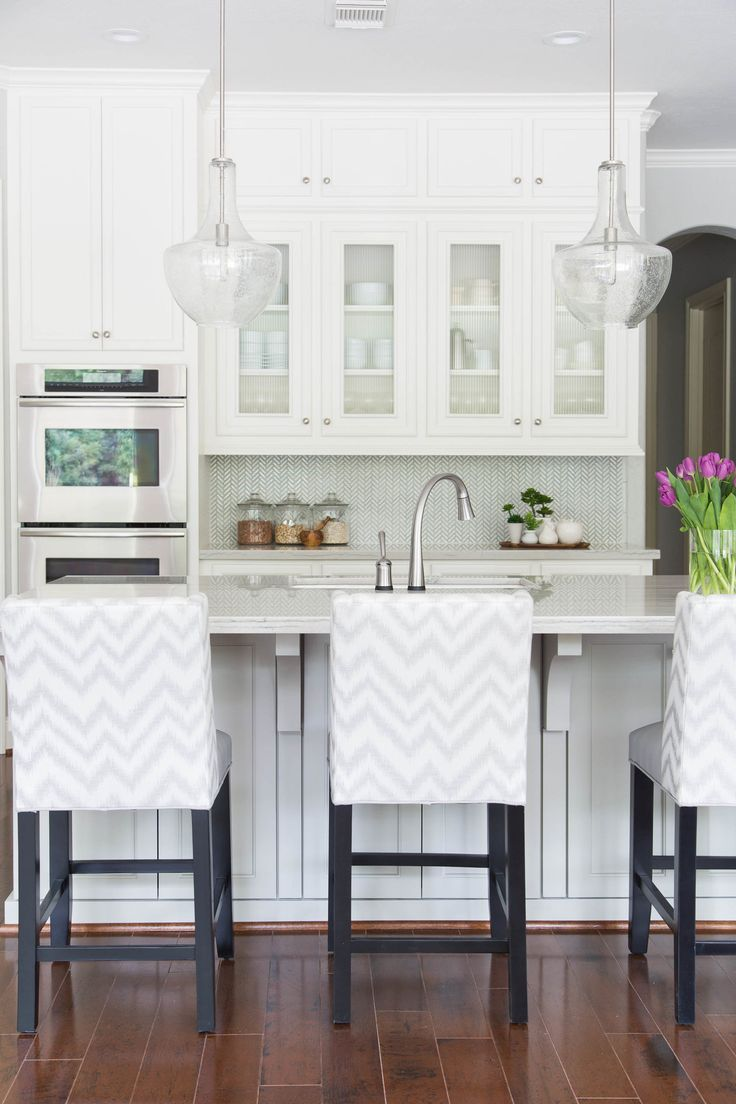 How many pendants should you hang above your kitchen ...