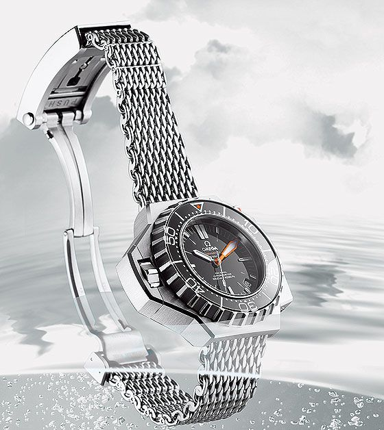 The Omega Seamaster Professional 600m, nicknamed the Ploprof , was designed in collaboration with the French industrial diving company Comex for professional use. The Ploprof achieved fame after participated several spectacular underwater missions it participated. The most famous was the Janus Program, with which Comex tested saturation diving for ELF. Three divers worked 200 meters below the surface off Corsica on the seafloor at 250 meters' depth for eight days, setting a new depth record.