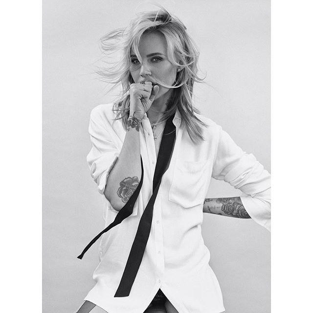 #bymajasablewskacollection dla @diversesystem. Biała koszula #bethechange ✌🏻️❤️…