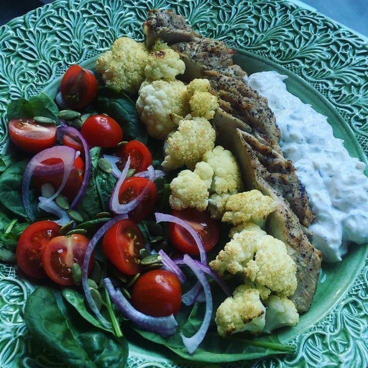 #grilled #turkey #salad #greek #tzatziki #redwine #wineoclock #saturday #weekend grillad kalkon rödvin sallad grekisk tzatziki