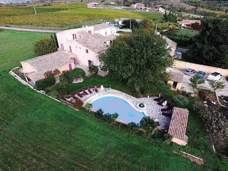 A la recherche d'une propriété pour ouvrir un gîte ou des chambres d'hôtes ? Cette propriété à vendre chez Capifrance à Aubignas est faîte pour vous !     660 m², 18 pièces, 13 chambres et plus de 2250 m² de terrain.    Plus d'infos > Jean-françois Maurin, conseiller immobilier Capifrance