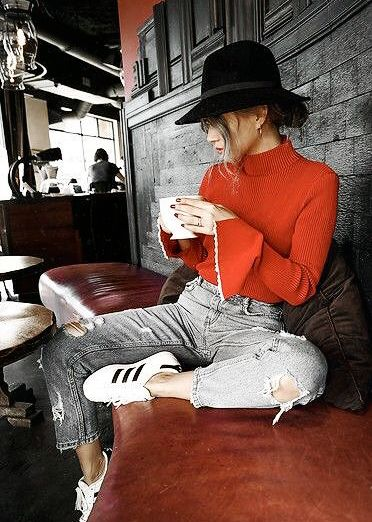 Turtleneck top + ripped jeans + sneakers. Red + grey + white.