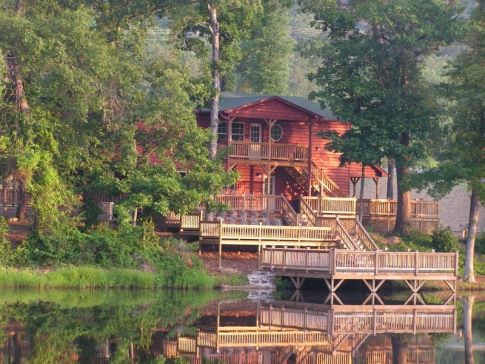 Long Lake Resort in Poteau, Oklahoma offers luxury cabins complete with fireplaces and Jacuzzi tubs for romantic escapes.
