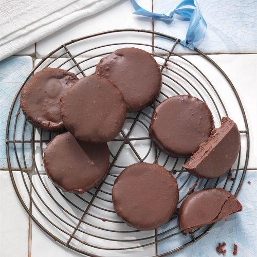 CHOCOLADE MUNT KOEKJES - Amber Albarda.  Dit rauwe koekje is het gezonde, vollere broertje van de After Eight. Donkere chocolade met een vleugje munt, heerlijk.