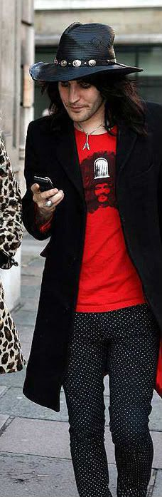 Noel Fielding, the only man who could pull off that hat and polka dot trousers. Rudy shirt.