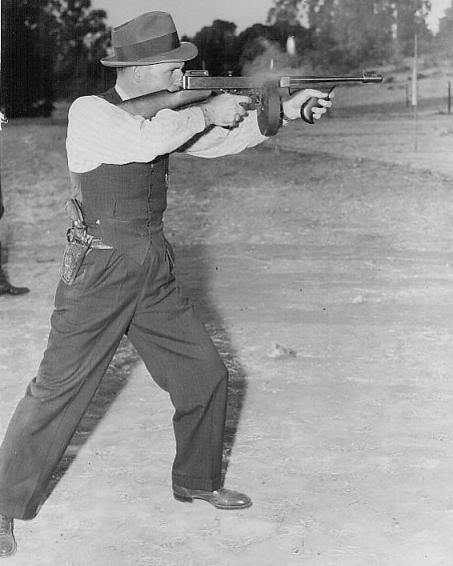 The G Mans Tommy Gun Q Course - christophereger - 1940s-gmen-on-the-tommy-gun-1528.jpg