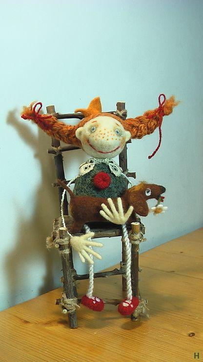 """Принцесса с таксой -""""мечты сбываются"""" купить недорого в интернет магазине товаров ручной работы  HandClub.ru  26см. , сухое валяние , стул из веточек ."""