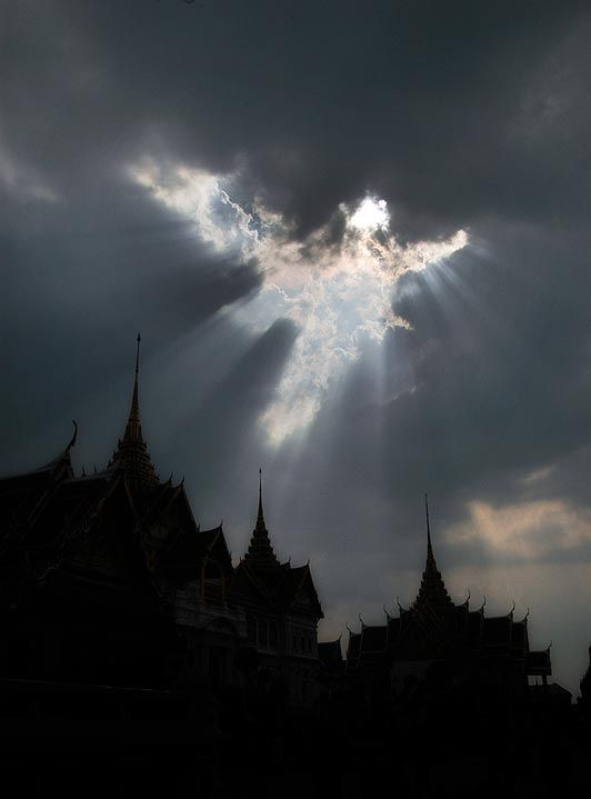 Heavenly creature ... incredible shot was taken at a temple in Bangkok