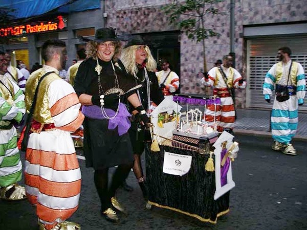 Improve your conversational skills in Spanish fast (photo: Carnival parade in Gran Canaria)