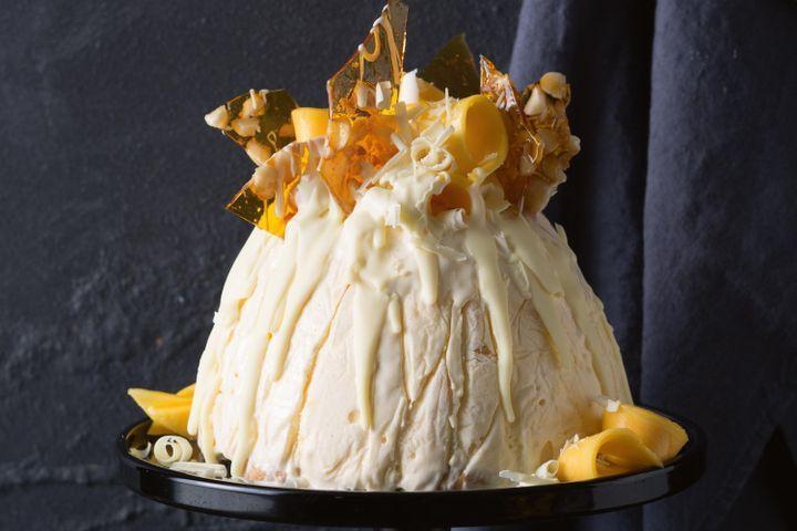 White chocolate and mango ice-cream pudding