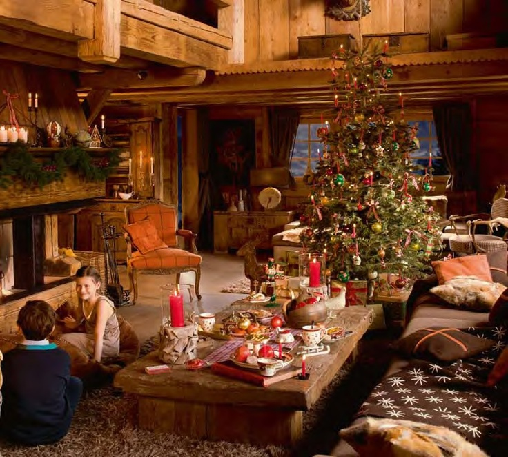 Děti u stromečku a nastole voní čaj z kolekce Christmas Toys
