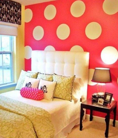 Camera da letto con parete a pois - Camera da letto con parete rosa a pois