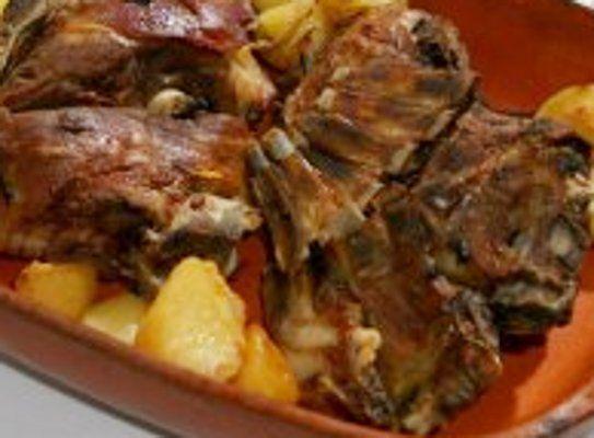 A carne de cabrito apresenta diversas vantagens nutricionais. Esta carne apresenta uma baixo teor de gordura e uma alta quantidade de proteínas. É uma carne muito macia e com um …