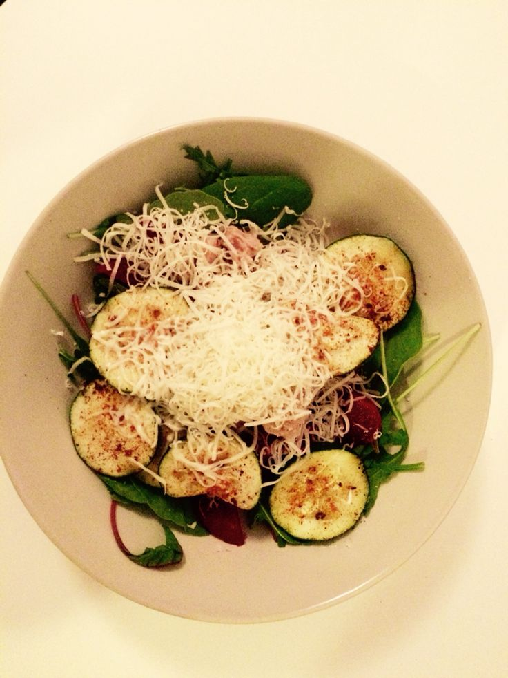 Salat with zucchini, cheese, beetroot