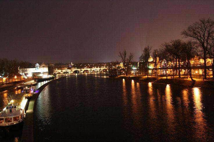 Die Moldau bei Nacht