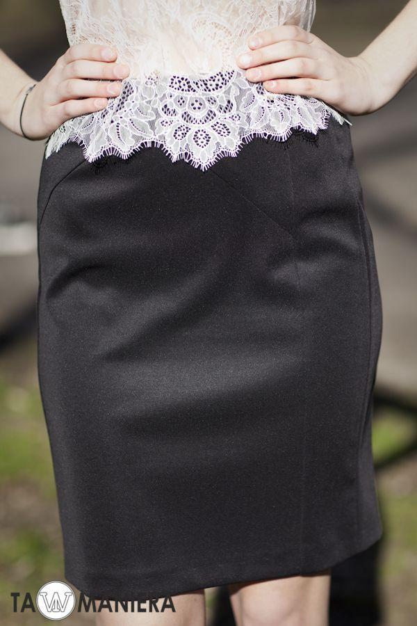Spódnica z cięciami.   #spódnica #ołówkowa #elegancka #modna #dopasowana #wiosna #lato #moda #fashion