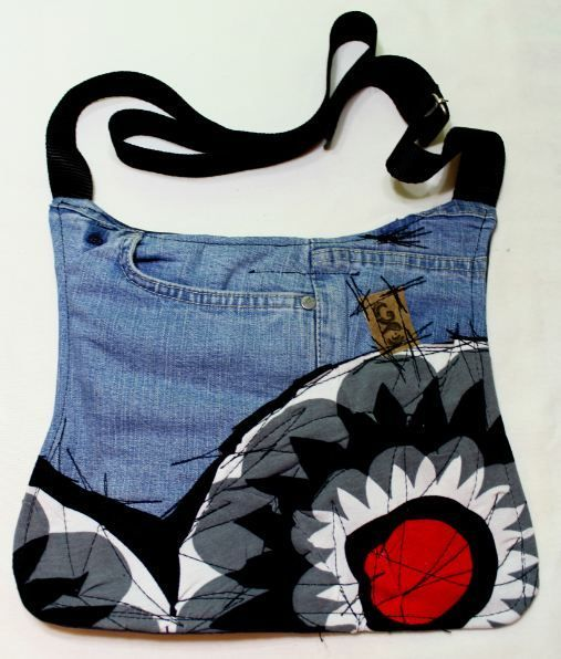70% tela reciclada de ropas usadas, diseños exclusivos, cada pieza es hecha con total atenccion en todos los detalles.                                                                                                                                                                                 Más