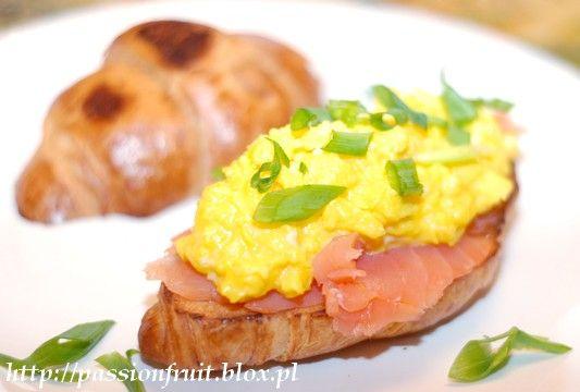 Gordon Ramsay's Scrambled Eggs and Scrambled Eggs-Salmon Croissant. Jajecznica wg Gordona Ramsaya i croissant z łososiem i jajecznicą