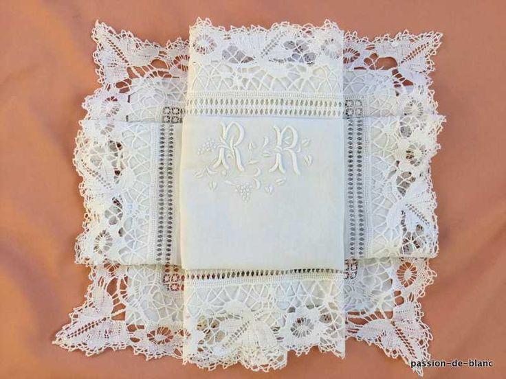 La ropa vieja funda de almohada / Wonderful con el monograma RR y la imposición de encajes de bolillos hechos a mano