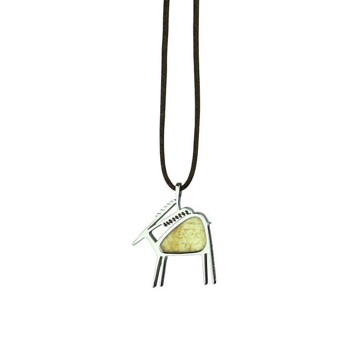 Dama Dama - FOREVERFEMME Pendente in argento 925/1000 e palco caduco di daino. Dama Dama è un pendente a forma di daino, dalle linee delicate ed eleganti. € 75 Vedi il pendente sul sito: http://www.foreverfemme.it/shop/animate/dama-dama/