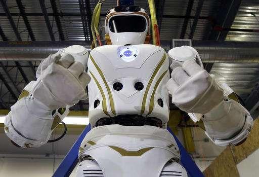 NASA, Mars'a insan göndermeden önce denemelerini 4 robot ile gerçekleştirecek. 3 farklı üniversiteye gönderilen robotlar, mühendisler tarafından geliştirilecek. NASA, 4 kız kardeş olarak tanımladıkları Valkyrie robotlarını Mars'ta insan yaşamına uygun bölgeler bulunup bulunmadığını araştırmak üzere öncü(kılavuz) gönderecek. Fakat yaşanabilecek başka dünyalar bulmadan önce kısa bir süreliğine dünyadaki yeni evlerine gönderilecek. Uzay Ajansı, Valkyrie robotlarından birini yapıldığı yer olan…