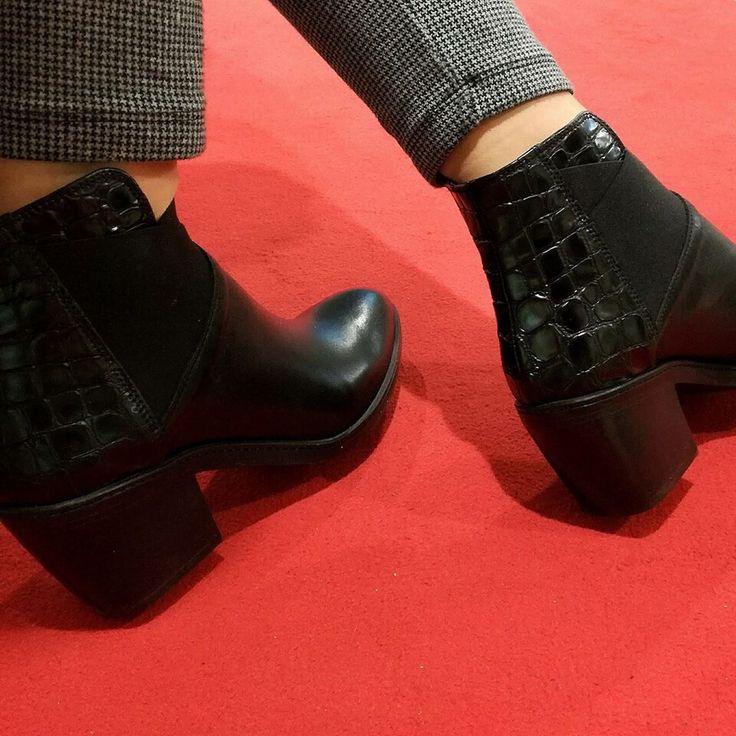Per non passare inosservata.... -30% 🙌💣💕 🔛riccishop.it  #riccishop #riccicalzature #fashion #shoes #saldi #saleoff #sale #bestoftheday #shoesaddict #shoestagram #woman #donna #fallwinter #madeinitaly #italy #italiam #italianshop #girl #moodoftheday #venafro #isernia #molise #belle #beutiful #shopping #followus