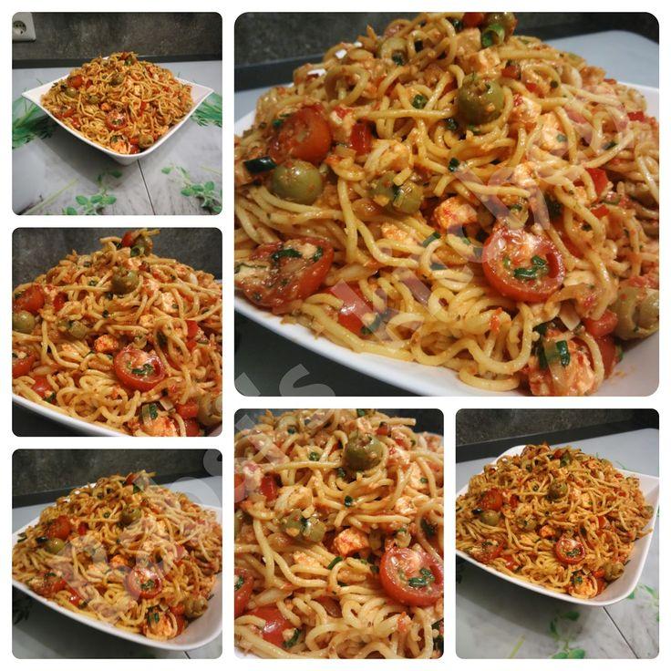 500 g Spaghetti   250 g Cocktailtomaten   ½ Paprika   ½ Bund Lauchzwiebeln   100 g Oliven   250 g Mozzarella   60 g Parmesan   1 ...