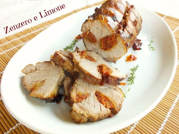 Questo filetto di maiale è un arrosto molto saporito grazie al ripieno di pomodori secchi. Perfetto accompagnato da patate arrosto o da una insalata mista.