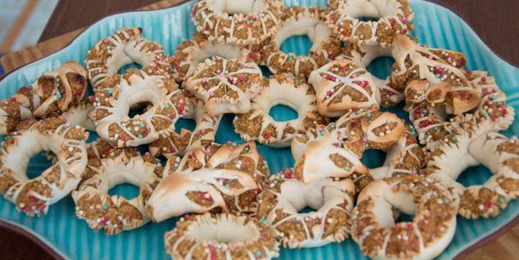 La ricetta dei Mustazzoli di Pantelleria e i consigli per l'acquisto. Uno dei dolci più buoni e caratteristici dell'isola di Pantelleria preparato solitamente nel periodo natalizio.