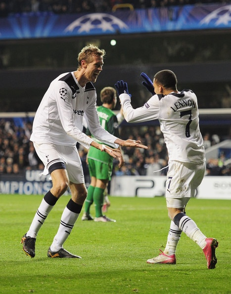 ~ Aaron Lennon and Peter Crouch on Tottenham Hotspur. Talk about height difference! ~
