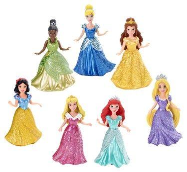 In versione small doll o classiche, le bellissime principesse Disney indossano i vestiti più belli e eleganti: proprio come nei mitici cartoni che hanno incantato generazioni di bambine!