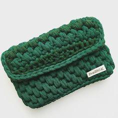 Связанная крючком сумка из трикотажной пряжи