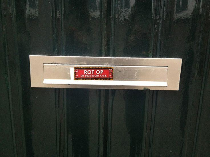 Heb je #vervelende #buren, die #overlast #veroorzaken?  Plak dan deze #Sticky #Devil op de #brievenbus van je #buren!!