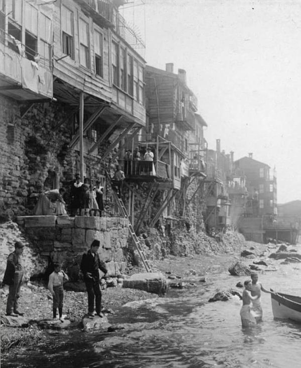 Samatya'da deniz ile kucak kucağa evler ve insanlar #birzamanlar #istanbul…