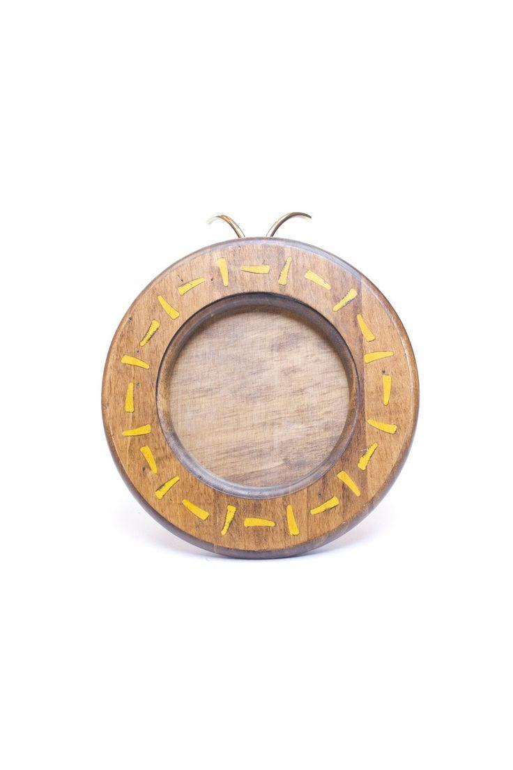 Круглая фоторамка. Материал: Антикварное дерево, латунь http://oneclub.ua/fotoramka-23733.html#product_option716