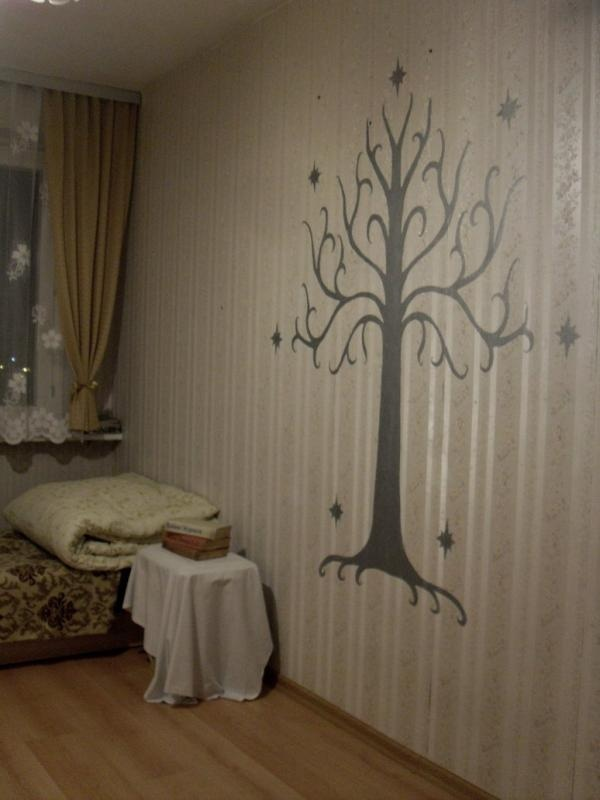Tree of Gondor! This is even the color of my laundry room. It means my idea of painting this on the door was destiny.