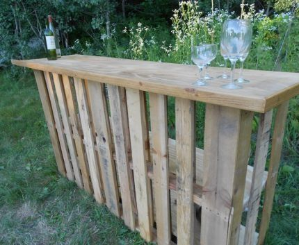 Outdoor bar made of pallets. Great for idea for parties.