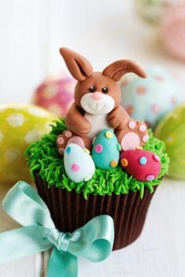 Receita de Cupcake de Páscoa. O cupcake de Páscoa faz a alegria da criançada e até mesmo de adultos. Desejamos a todos e suas famílias uma Páscoa doce, abençoada e de muito amor.