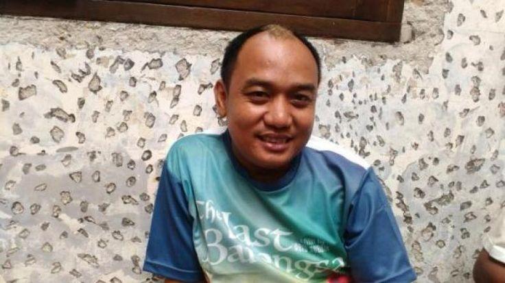 """Bagi Azis Gagap Tahun 2016 adalah Tahun Hoki  KONFRONTASI -  Menjelang akhir tahun komedian Azis gagap bersyukur setahun belakangan ini masih diberi banyak rezeki. Urusan pun bisa dibilang berjalan dengan lancar. """"Rezeki mah nggak putus ada saja yang ngasih rezeki"""" kata Azis saat ditemui di kawasan Kebayoran Baru Jakarta Selatan Rabu (21/12/2016). Azis mengaku sepanjang tahun 2016 dirinya memang banyak menerima tawaran pekerjaan. Hal tersebutlah yang membuat karirnya di dunia hiburan…"""
