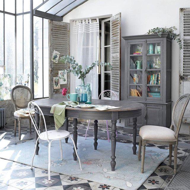 Elégance à la française pour ce vaisselier de style classique revisité en version finition patinée gris anthracite.