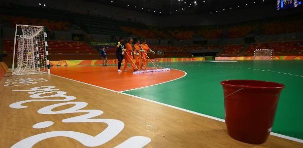 Problemas no piso da quadra de handebol da Olimpíada de 2016 levaram o Comitê Organizador a substituir…