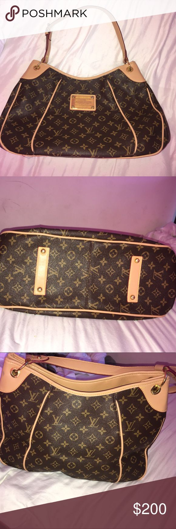 Louis Vuitton purse New, never used Louis Vuitton purse. It was a gift, I cannot prove authenticity hence the price. Love this purse but unfortunately I need the money more. No trades ❌ price is negotiable☺️ use the make an offer button. I only communicate and sell through poshmark. Louis Vuitton Bags Shoulder Bags