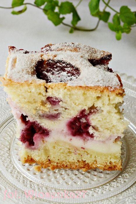 Puszyste ciasto z malinami i serem