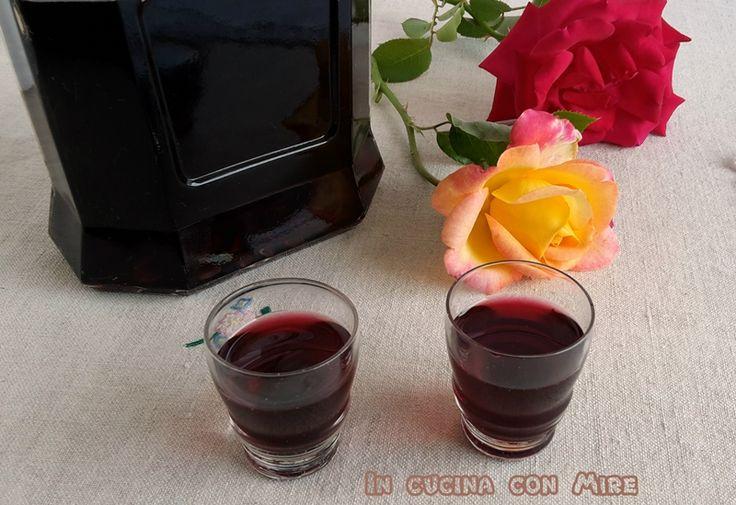 Un liquore alle amarene dal sapore gradevole e delizioso da gustare come dopo pasto assieme ad una bella fetta di torta o a dei semplici biscottini.